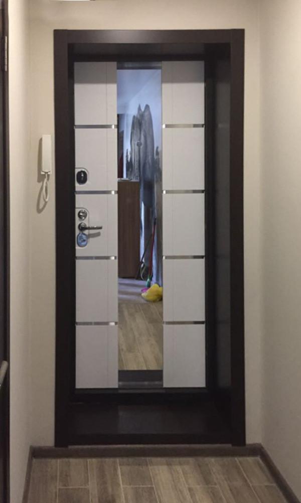 Входная дверь КОСМО КАССИОПЕЯ в интерьере
